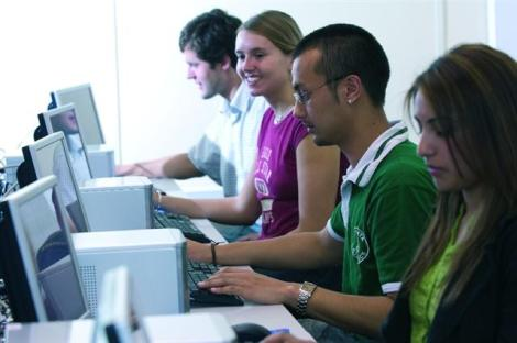 Students_in_a_computer_lab